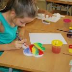 На уроках рисования в подготовительной группе