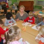 Средняя группа (4-5 лет) на занятии по развитию речи. Тема » Одежда «( 01.11.2014)